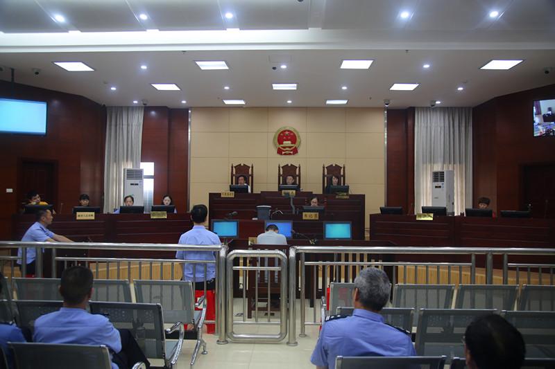 英山法院刑事审判 首例交警出庭作证